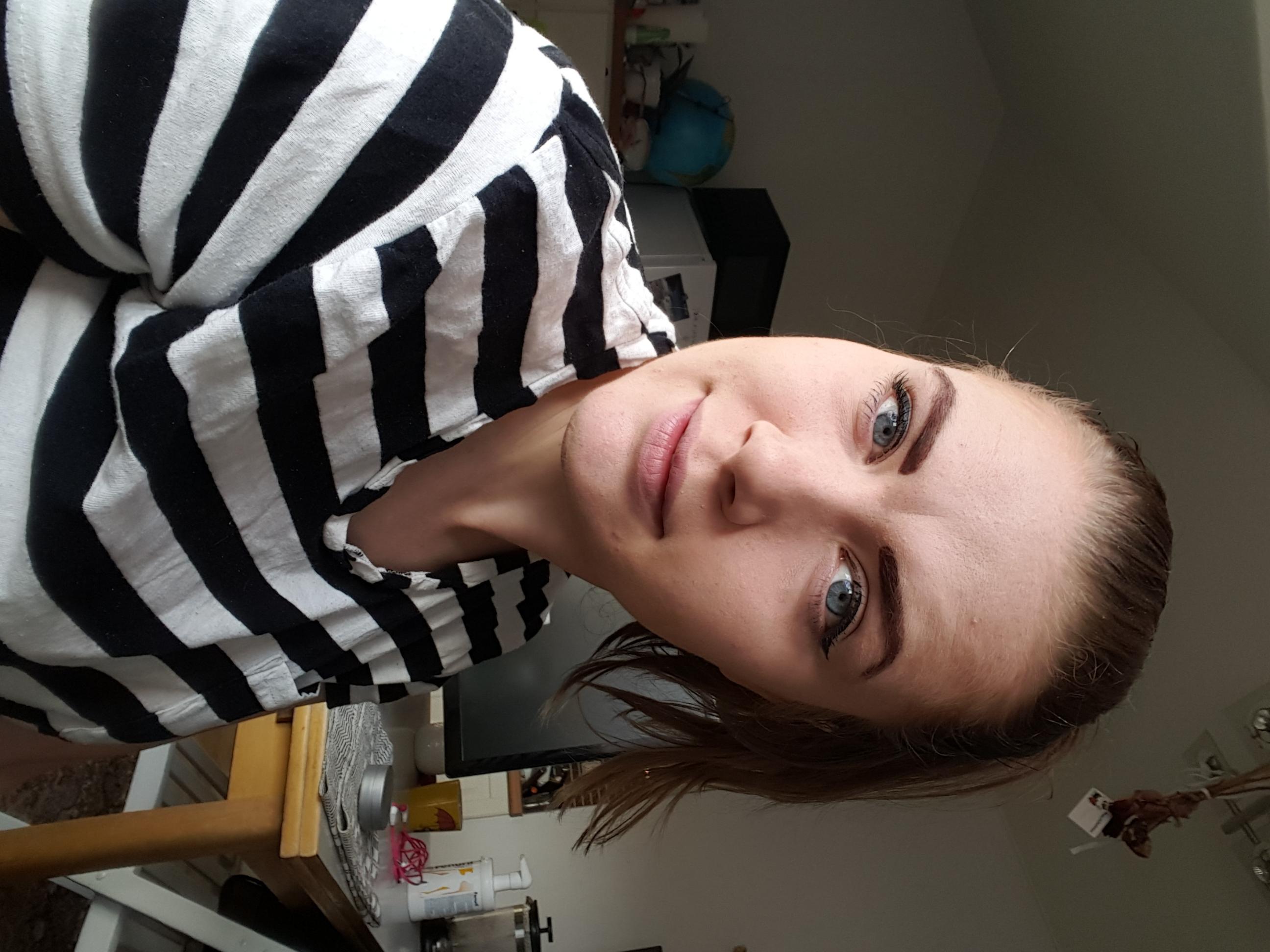 Hej, jag heter Karin och jobbar som vikarie på Sensus Sundsvall, avdelning musik. Mina främsta områden är att främja verksamheten hos unga och de som identifierar sig som kvinnor. Jag älskar sång, dans och teater. Spelar även i band!