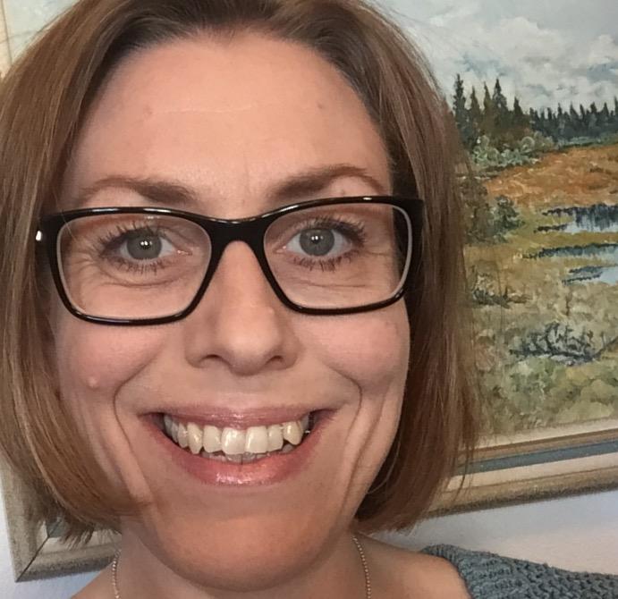 Jag arbetar med att samverka och samarbeta med Svenska kyrkan och EFS, med fokus på lärande/undervisning, processledning, ideellt engagemang och rättighetsbaserat arbete. Jag arbetar även gentemot de fristående körer som finns i regionen, och samarbetar med min kollega Ulla Jacobsson Werner gentemot kyrkomusikerna i Stiftet.