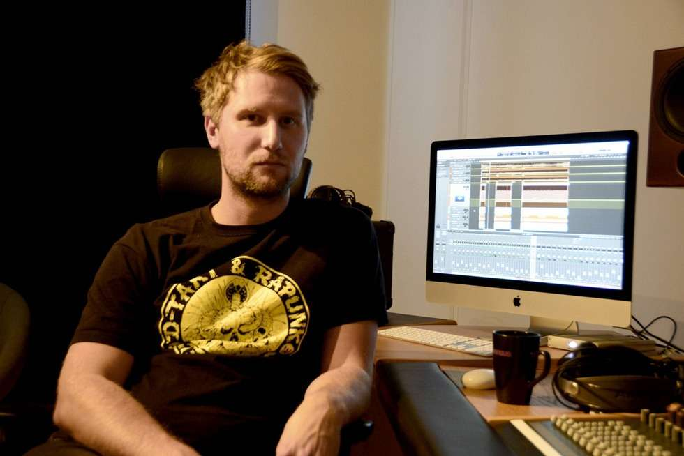 Hej! Jag jobbar som verksamhetsutvecklare och Studiotekniker i Sundsvall. Jag kan hjälpa till med replokaler, materialstöd, spelningar och inspelningar. Jag sköter alla inspelningar i vår inspelningsstudio i Sundsvall. kolla in studion på www.studiodomsaga.se